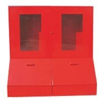 Фото Щит пожарный с ящиком для песка 0,3 м³ закрытый метал. с окнами 1300*1500*500